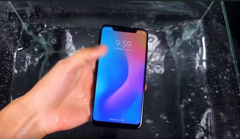 Xiaomi Mi 8 проверка на водонепроницаемость